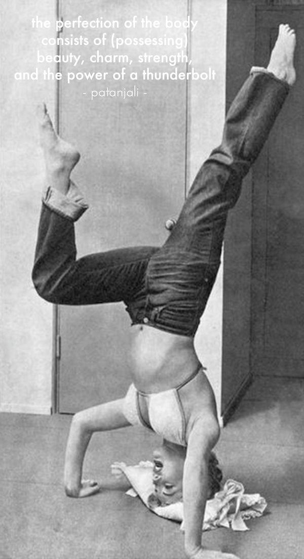 Marilyn Monroe -tripod headstand